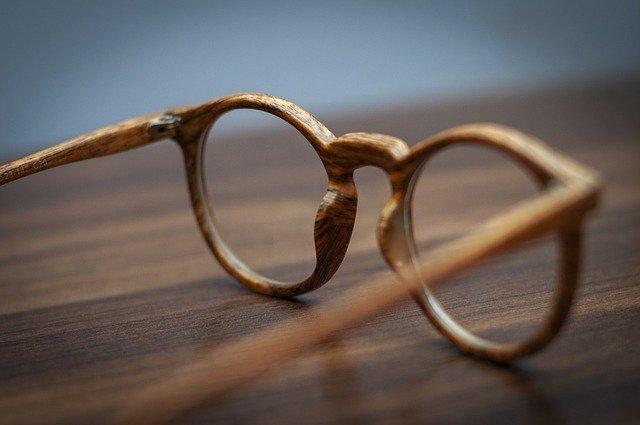 lunettes clic en bois